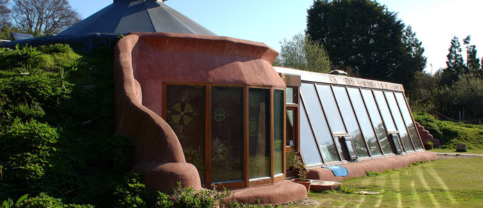 https://brightonpermaculture.org.uk/wp-content/uploads/articles/ecobuild/slideshow/earthshipbrighton07.jpg
