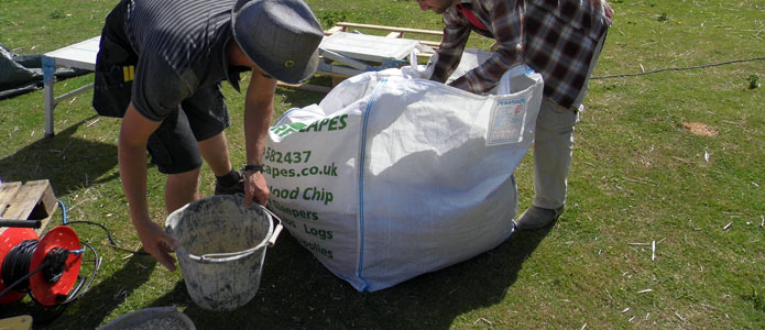 https://brightonpermaculture.org.uk/wp-content/uploads/courses/hempcrete/slideshow/hemplime02.jpg