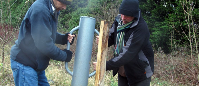 https://brightonpermaculture.org.uk/wp-content/uploads/courses/planting/slideshow/treeplanting03.jpg