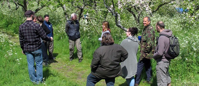 https://brightonpermaculture.org.uk/wp-content/uploads/events/blossomtour/slideshow/appleblossomtour02.jpg